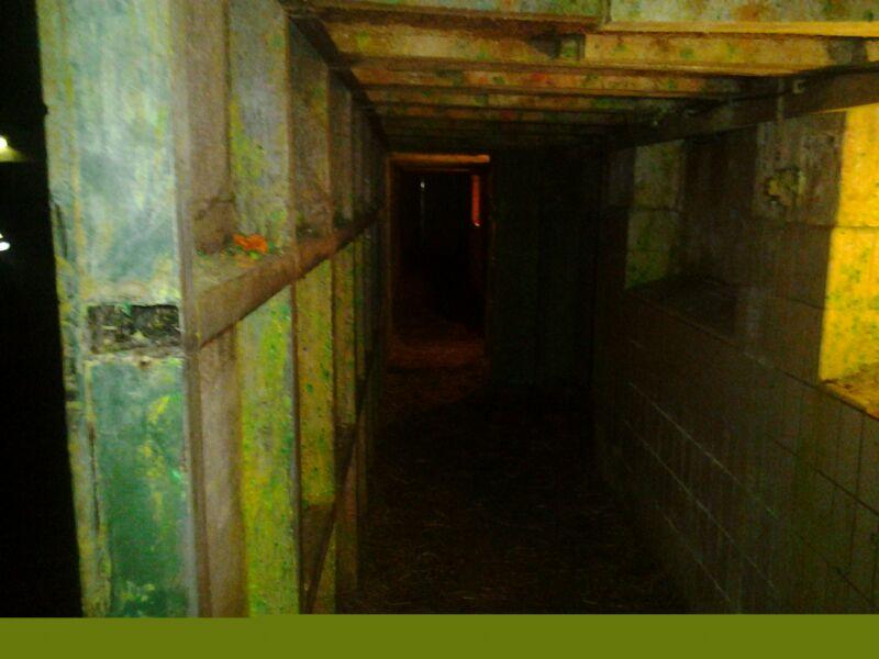 De donkere gangen van deze locatie.