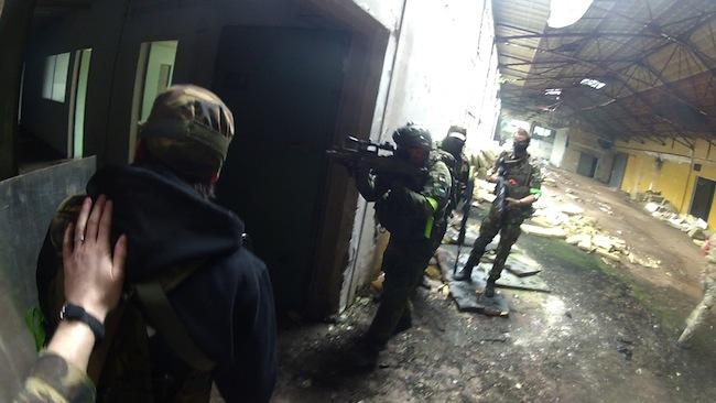 CQB in een oude fabriek